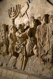 Sollievo della parete sull'arco del titus che descrive Menorah preso dal tempio a Gerusalemme 70 in ANNUNCIO - storia di Israele, immagine stock