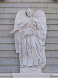 Sollievo di angelo su Almudena Cathedral, Madrid Immagini Stock