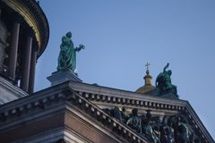 Sollievo e statue sul tempio Fotografia Stock Libera da Diritti