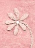 Sollievo rosa del fiore sulla parete Immagine Stock Libera da Diritti