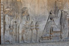 Sollievo simbolico su una parete della città antica di Persepolis Immagine Stock