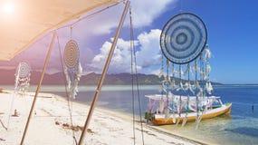 solljus Dröm- stoppare för vit mot det blåa havet Gili Air, Ind royaltyfri bild