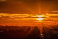 Solljus från aftonsolen Arkivfoton