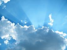Solljus på blå himmel Fotografering för Bildbyråer