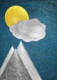 Solmoln och bergmaxima Arkivfoton