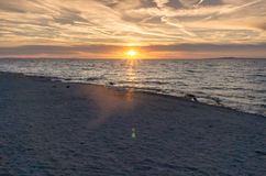 Solnedgång över Adriatiskt havet i ane PetrÄ  Royaltyfri Foto