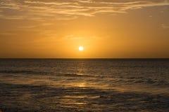 Solnedgång över Atlanticet Ocean från Boa Vista, Kap Verde, Afrika royaltyfria foton