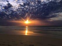 Solnedgång över Atlanticet Ocean från Boa Vista, Kap Verde, Afrika arkivbild