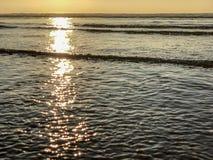 Solnedgång över Atlanticet Ocean från sandstranden i Agadir, Marocko, Afrika royaltyfri bild