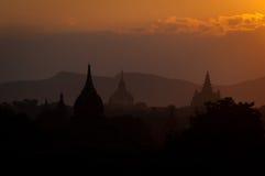 Solnedgång över Bagan Arkivfoto