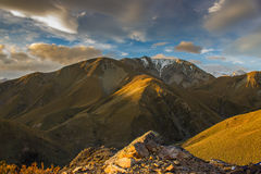 Solnedgång över berg Royaltyfria Bilder