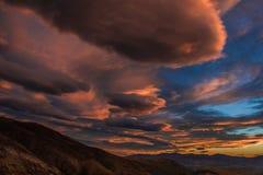 Solnedgång över berg Royaltyfria Foton