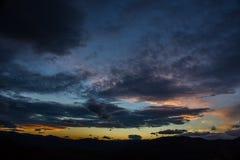 Solnedgång över berg Royaltyfri Bild