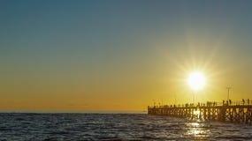 Solnedgång över bryggan Royaltyfri Foto