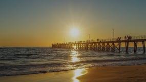 Solnedgång över bryggan Royaltyfria Bilder
