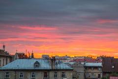 Solnedgång över byggnader i Lublin, Polen Royaltyfria Foton