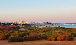 Solnedgång över Cabanas de Tavira Arkivbilder