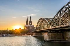Solnedgång över Cologne royaltyfri fotografi