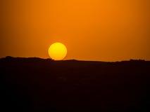 Solnedgång över de egyptiska bergen Arkivbilder