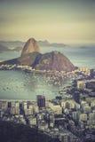 Solnedgång över den Botafogo fjärden i Rio de Janeiro Arkivbilder
