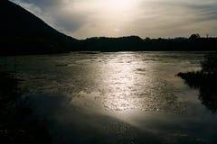 Solnedgång över den cantabria naturen och skönhet royaltyfri foto