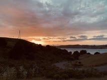 Solnedgång över den Carquinez kanalen arkivfoton