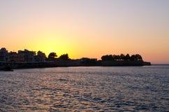 Solnedgång över den Chania staden - Kreta, Grekland Royaltyfri Foto