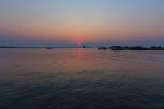 Solnedgång över den Chobe floden Arkivfoton