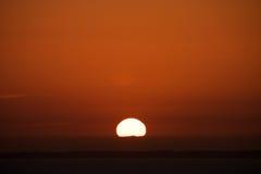 Solnedgång över den engelska kanalen Le Mont Saint Michel Coast Line Avranches Frankrike Royaltyfria Foton