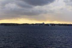 Solnedgång över den Kiel fjorden efter en storm Royaltyfri Fotografi