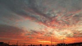 Solnedgång över den lokala gatan Arkivbilder