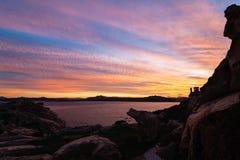 Solnedgång över den maddalena ön Arkivfoton