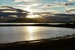 Solnedgång över den Malaga hamnen arkivbild