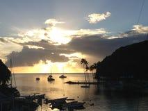 Solnedgång över den Marigot fjärden Saint Lucia Arkivbild