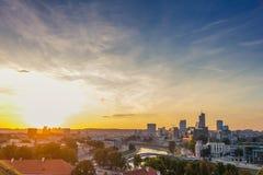 Solnedgång över den moderna staden av Vilnius Royaltyfria Foton