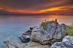 Solnedgång över den Perhentian ön Arkivbild