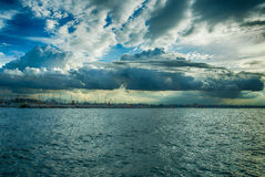 Solnedgång över den Rimini hamnen Royaltyfri Foto