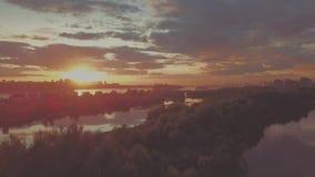 Solnedgång över den siberian floden arkivfilmer