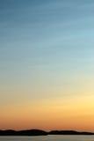 Solnedgång över den Sweidsh västkusten arkivbild