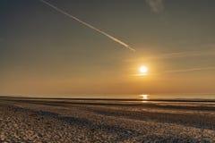Solnedgång över den walesiska kusten nära Prestatyn, Clwyd, Wales arkivbild