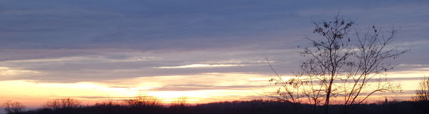 Solnedgång över det Fruska goraberget Royaltyfri Fotografi