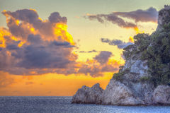 Solnedgång över det Ligurian havet moder två för färgdotterbild Arkivfoto