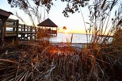 Solnedgång över det Pamilco ljudet royaltyfri foto