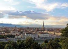 Solnedgång över det Turin centret med vågbrytaren Antonelliana, Turin, Italien, Europa Arkivfoto