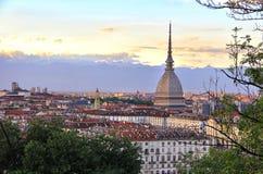 Solnedgång över det Turin centret med vågbrytaren Antonelliana, Turin, Italien, Europa Royaltyfria Bilder