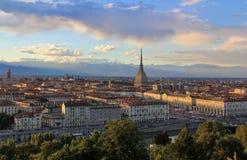 Solnedgång över det Turin centret med vågbrytaren Antonelliana, Turin, Italien, Europa Arkivbilder