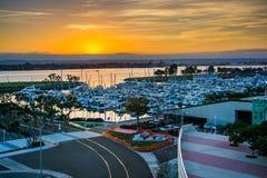 Solnedgång över Embarcaderoen i San Diego, Kalifornien Arkivbild