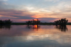 Solnedgång över en billabong i Australien Royaltyfria Foton
