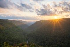 Solnedgång över en dal i West Virginia royaltyfria bilder