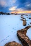 Solnedgång över en djupfryst sjö Fotografering för Bildbyråer